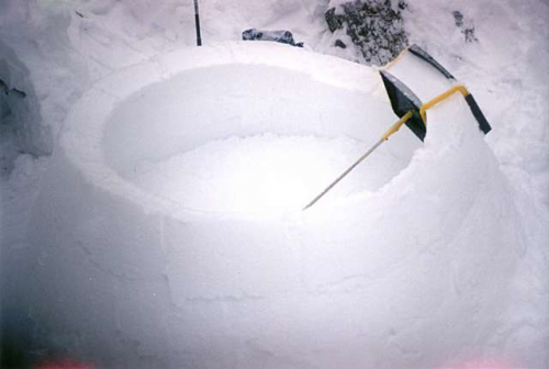 igloo-building-with-tool